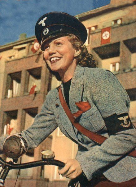 Hitler women worldwartwo.filminspector.com