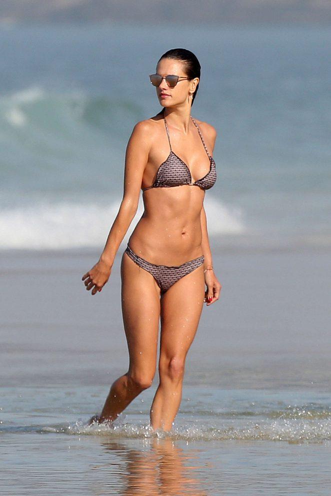 Alessandra Ambrosio showcases bikini body on Rio beach