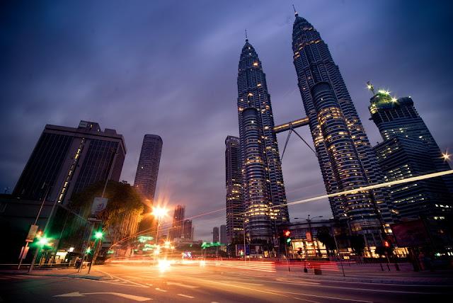 Petronas Towers Kuala Lumpur menjadi ikon menarik saat dipotret