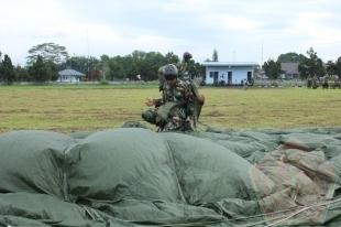 Praktek Terjun Hari Pertama Susparadas A-181 Skadik 204 Lanud Sulaiman