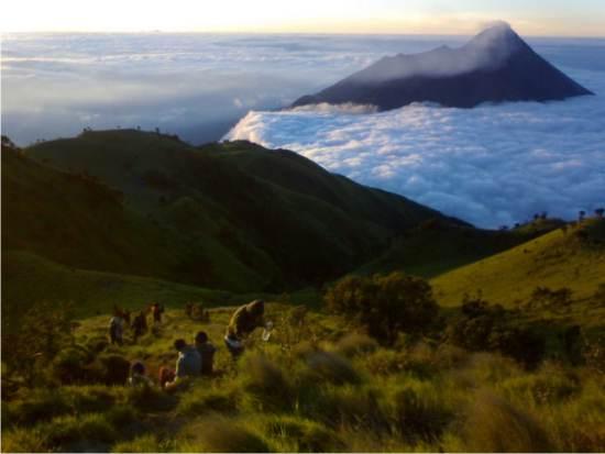 Paket Trekking Gunung Merbabu 2H1M