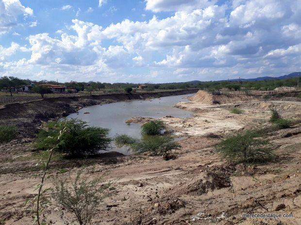 Açude da Vila do Algodão, em Taquaritinga, começa a acumular água após chuvas