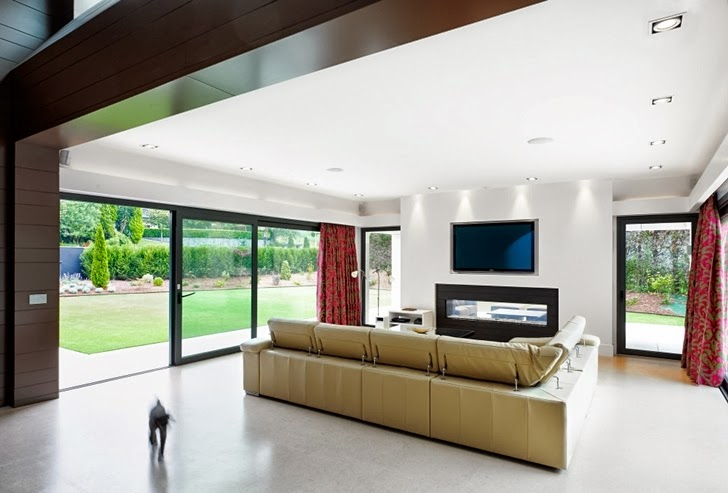 Living room in Modern home by Foraster Arquitectos