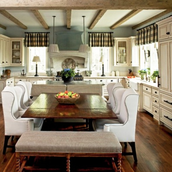 Ciao! Newport Beach: The Luxury Of An Eat-in Kitchen