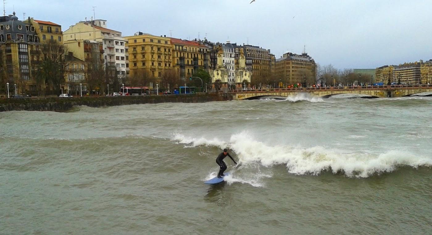 surfeando en el urumea tandem