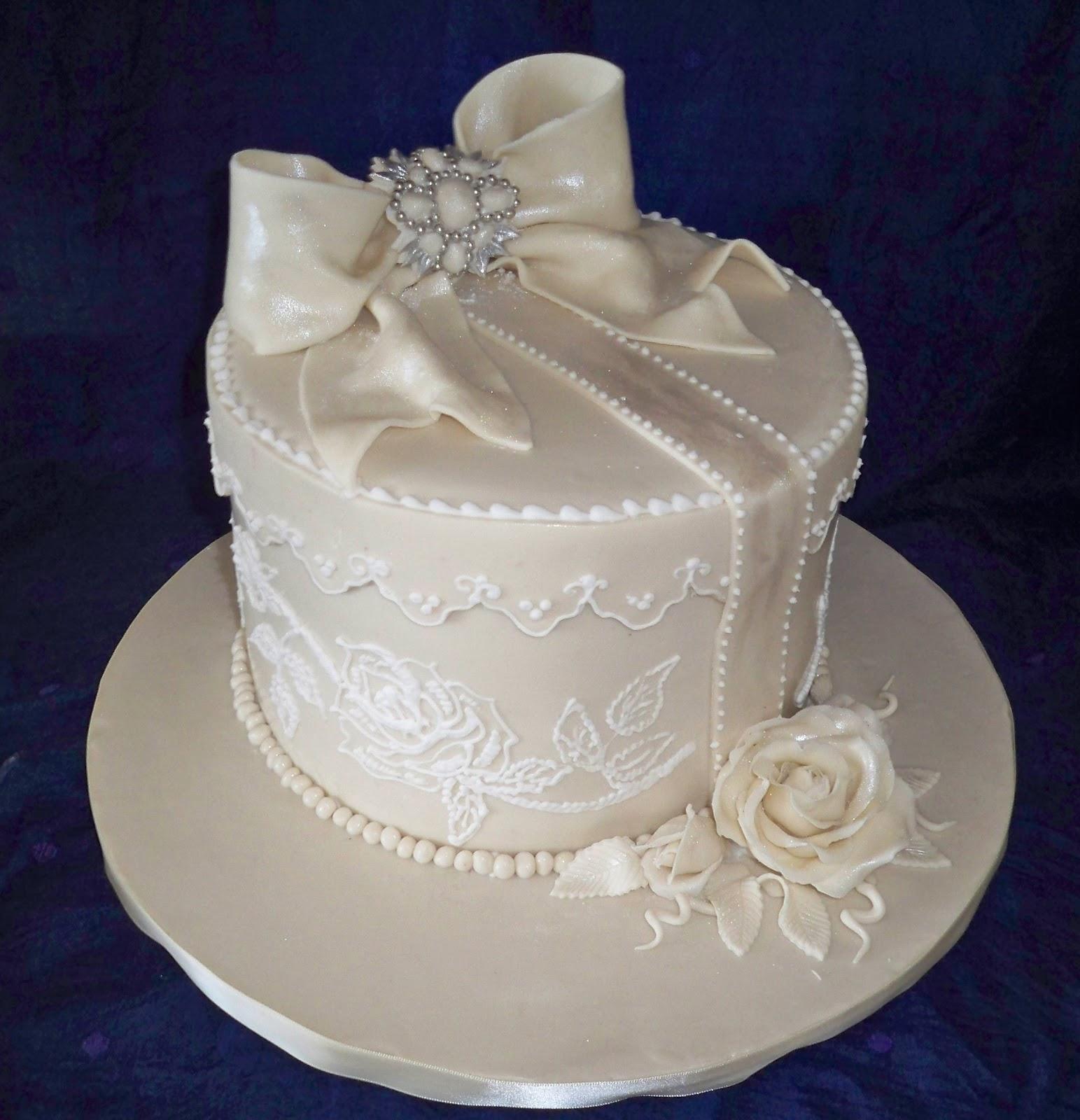 lace brooche and bow vintage style wedding cake  Elisabeths Wedding Cakes