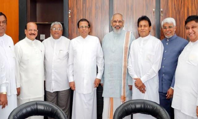 பிரதமரை ஒதுக்கிய முதலமைச்சர்கள்