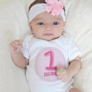 الطفل في الشهر الاول من العمر