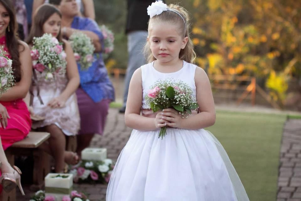 cerimônia - casamento ao ar livre - casamento de dia - entrada daminha - daminha - bouquet daminha