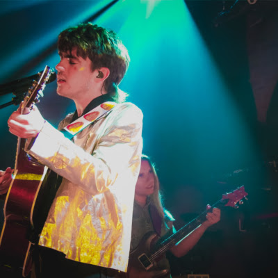 "Wonder Boy Extraordinaire Musician Declan McKenna Struts ""Beautiful Faces"" Live From London's Lafayette!"