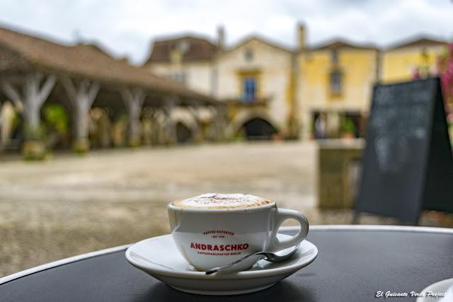 Café en  Monpazier -  Francia por El Guisante Verde Project