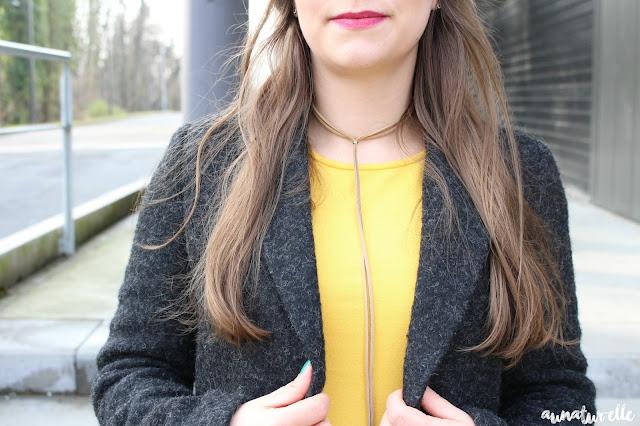 tenue femme couleur moutarde
