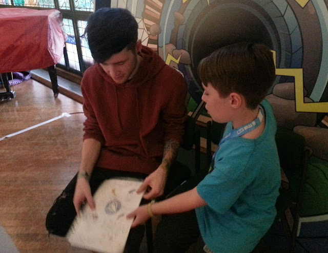 DanTDM meeting a fan, during his live show in Cardiff.