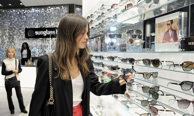 Loja de óculos escuro Sunglass Hut em San Diego