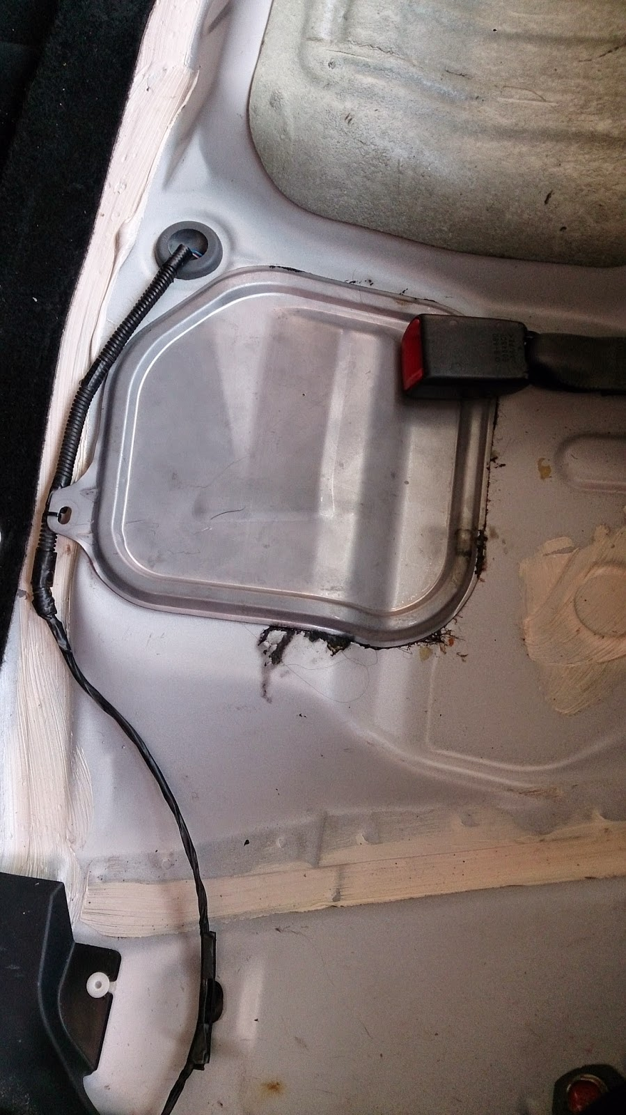 How To Change Fuel Filter Inspira Lancer Mod Guide 2008 Mitsubishi Pry Open It There Is No Screw Involve Just Pure Glue Once Remove You Will Notice Full Of Dirt On Top As Expose The Road Condition