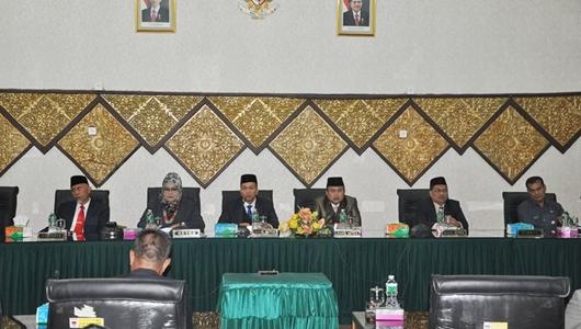 Rapat Paripurna Istimewa DPRD Padang Bahas Pelantikan Mahyeldi-Hendri Septa