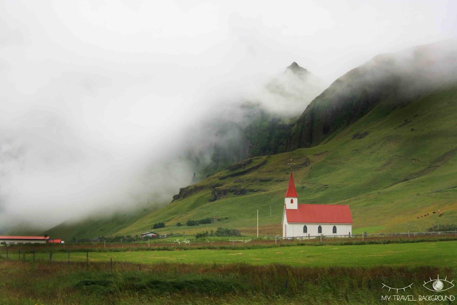My Travel Background : Road Trip en Islande, itinéraire et infos pratiques / Petite église de Vik
