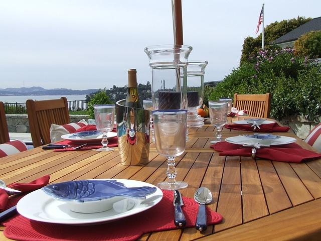 A summer picnic tablescape