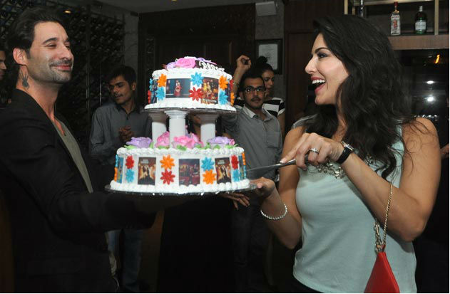 sunny and daniel,sunny leone in party,sunny leone in private party