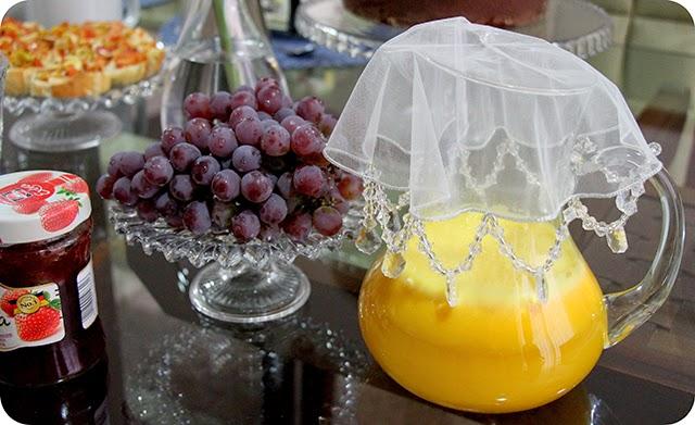 Café da Tarde : Geleia de Morango , Uvas e Suco de Maracujá