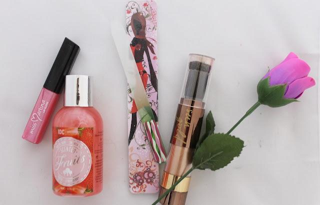 cosmetica femenina y maquillaje