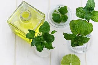 9 Minyak Esensial untuk Pertumbuhan dan Kesehatan Rambut