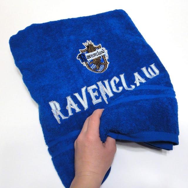 Банное полотенце - подарок подростку поклоннику Когтевран. Ручная работа, высылаю почтой или курьером