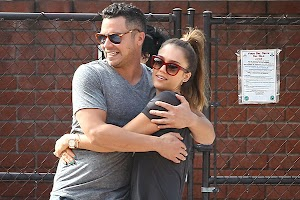 Jessica Alba vacationed with his family in Beverly Hills park