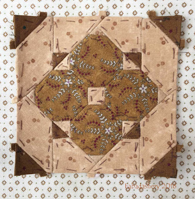 Dear Jane Quilt - Block D2 Mouse in the Mirror