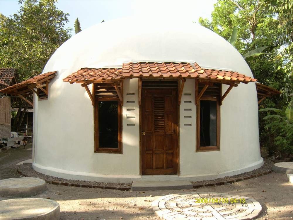 Beautiful earth homes and monolithic dome house designs for Earthquake resistant home designs