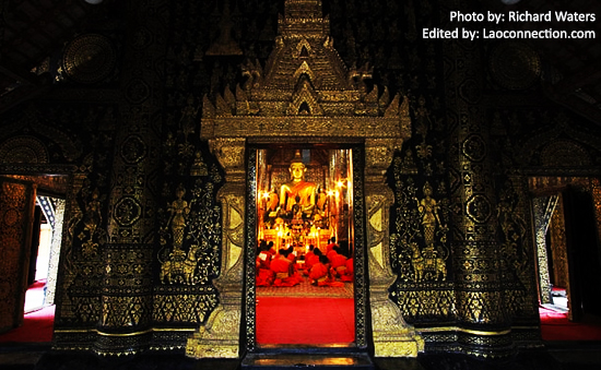Wat Mai - Looking from the outside into the temple while the Buddhist monks perform their evening prayers