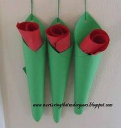 Ide membuat kerajinan kertas berbentuk bunga untuk anak-anak 9