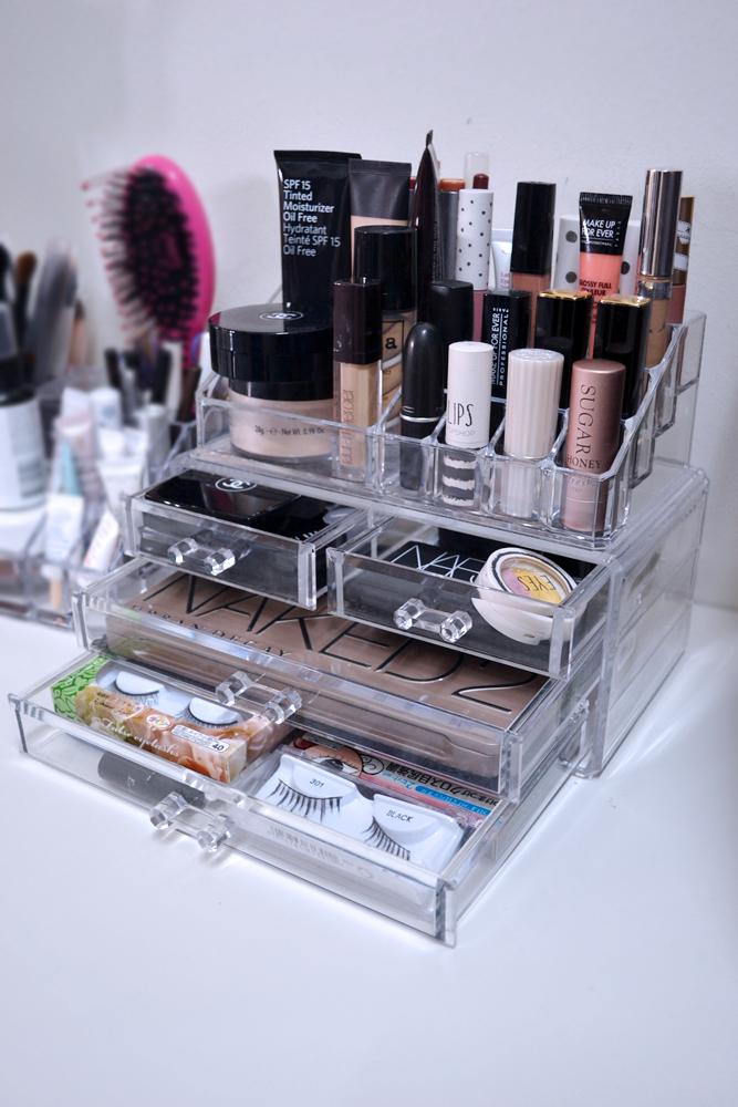 how i store my makeup the pink stilettos. Black Bedroom Furniture Sets. Home Design Ideas