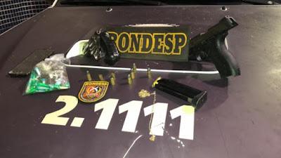 Dois suspeitos de tráfico são mortos e um é preso em confronto com a polícia