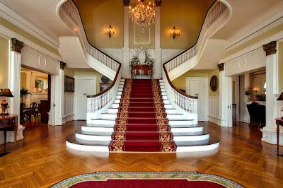 Casa cu etaj - cum alegi scara interioara cu balustrada