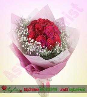 mawar merah hand bouquet