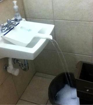Trucos para sacar agua de donde el cubo no cabe