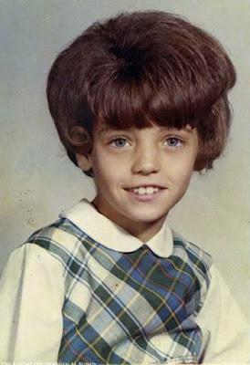 hässliche Kinderfrisuren 80er Jahre braune Haare Mittellang