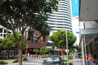Oracle Blvd, Broadbeach QLD  Bars and Restaurants