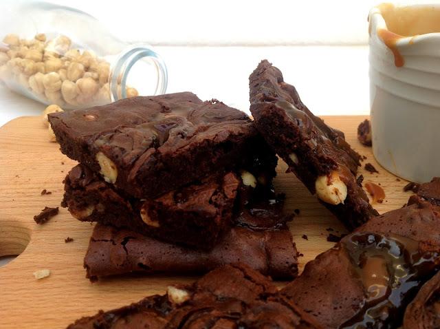 Brownie con avellanas y toffee