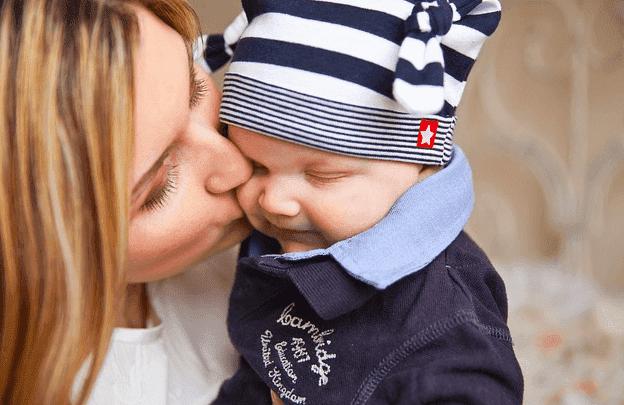 العلاقة بين الأم والابن غير عادية