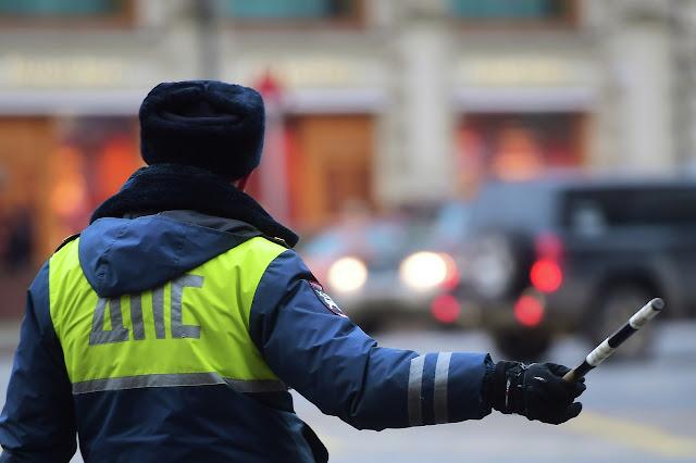 Сотрудник автоинспекции попался на взятке