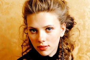 Scarlett Johansson sebagai Natasha Romanoff / Black Widow