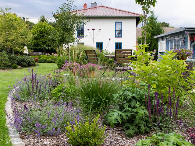 Natuerlichkreativ ein blick in unseren garten for Garten mit hortensien gestalten