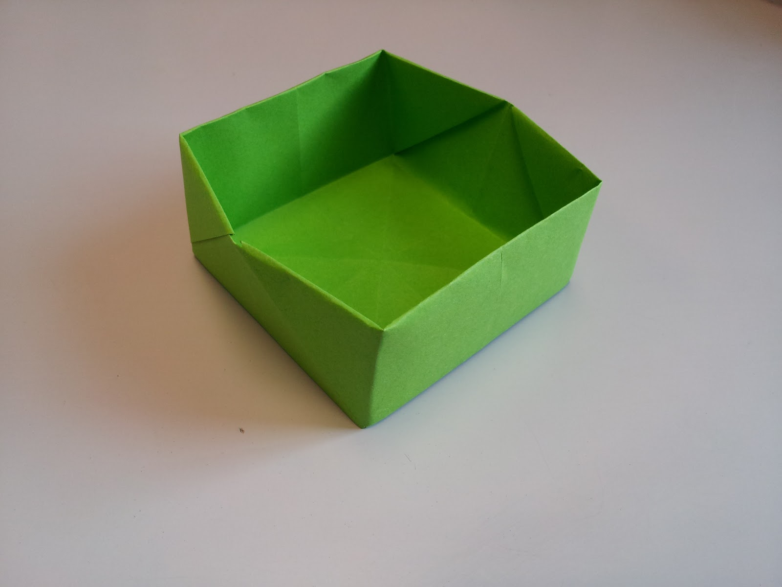 Paper Moon: How to Make an Origami Box - photo#9
