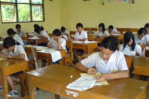 Soal UTS Bahasa Inggris SMP Kelas 7 8 9 Semester 1