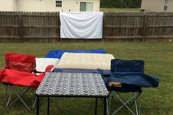 how to show an outdoor movie, outdoor movie viewing