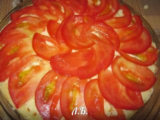 блинный пирог с помидорами