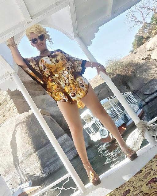شاهد |  ريما ديب ترتدي بلوزة قصيرة بدون بنطلون