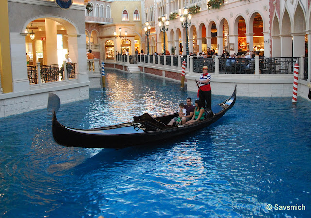 gondola rides venetian